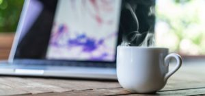 PC og kaffekopp